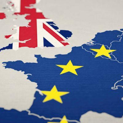 Великобритания променя условията за български студенти